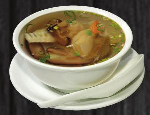 2. Polévka s bambusem a houbami - 48 Kč